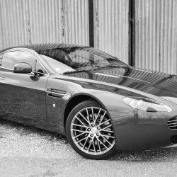 Location Aston Martin Vantage chez Starge Location