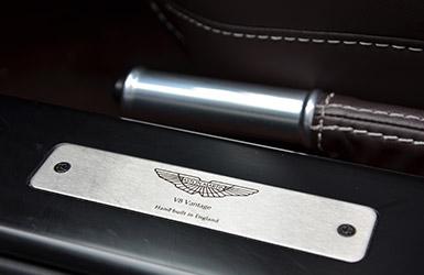 Intérieur de l'Aston Martin Vantage, location voiture Aston Martin chez Starge Location