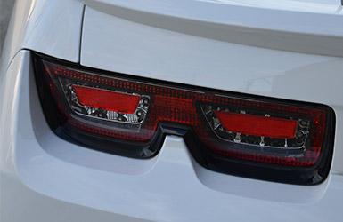 Les phares mythiques de la Camaro Cabriolet de Chevrolet, location cabriolet mariage chez Starge Location.