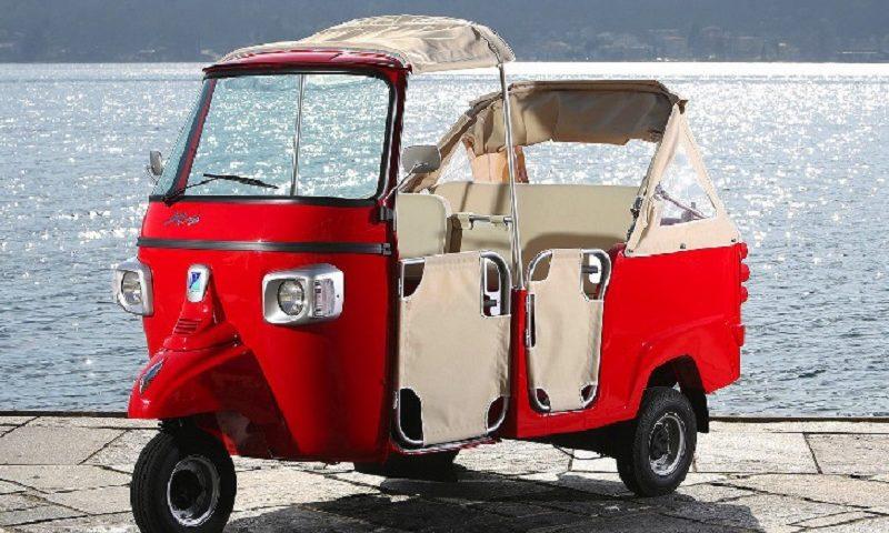 Tuk Tuk Piaggio rouge : un véhicule mythique, location tuk tuk mariage chez Starge Location