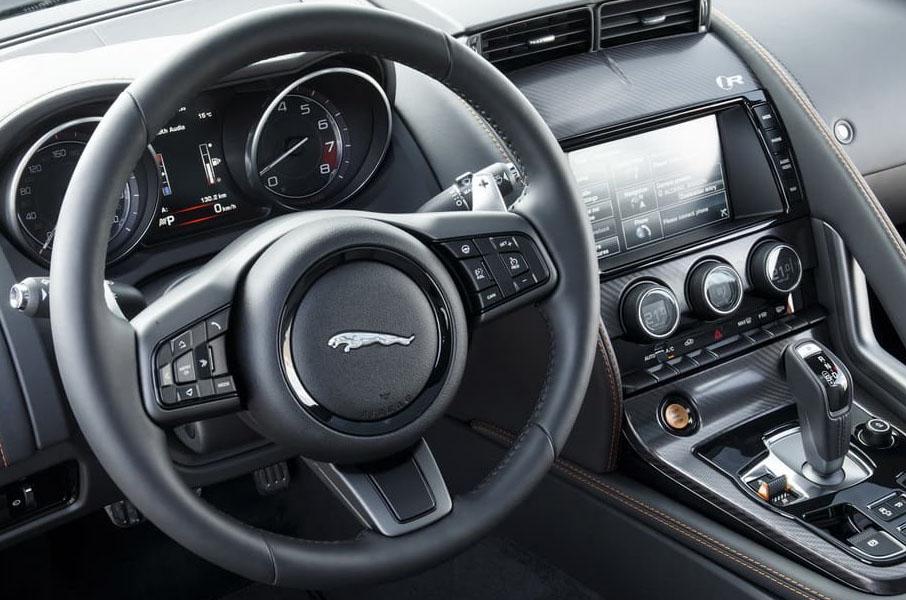 Le bel intérieur de la Jaguar F-Type S Cabriolet, location voiture Jaguar chez Starge Location